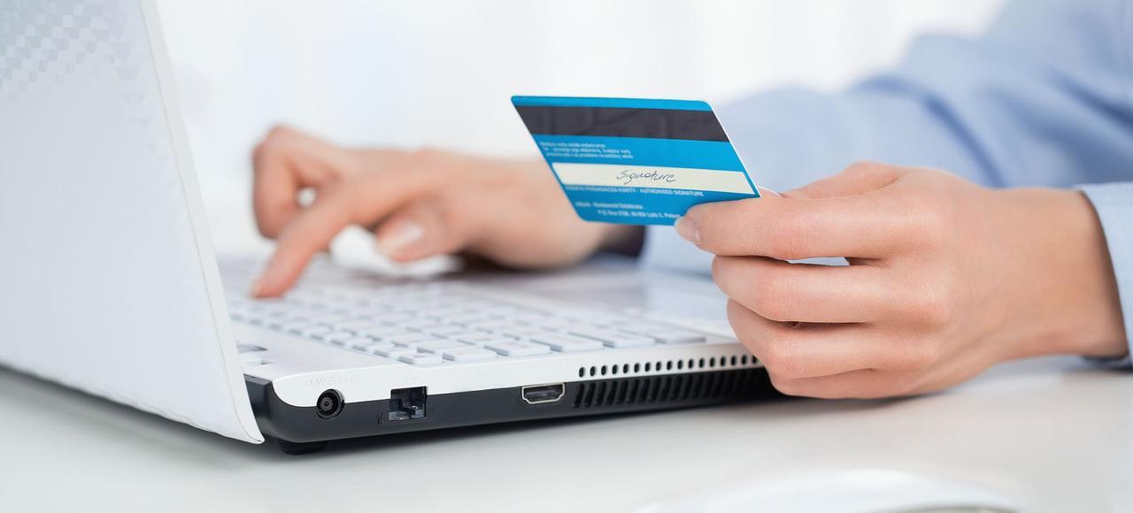 La révolution informatique a fait de l'univers bancaire et des paiements un pionnier de la dématérialisation.