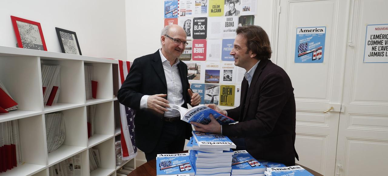 Éric Fottorino et François Busnel lors du lancement du «mook» <i>America</i>, lundi à Paris.