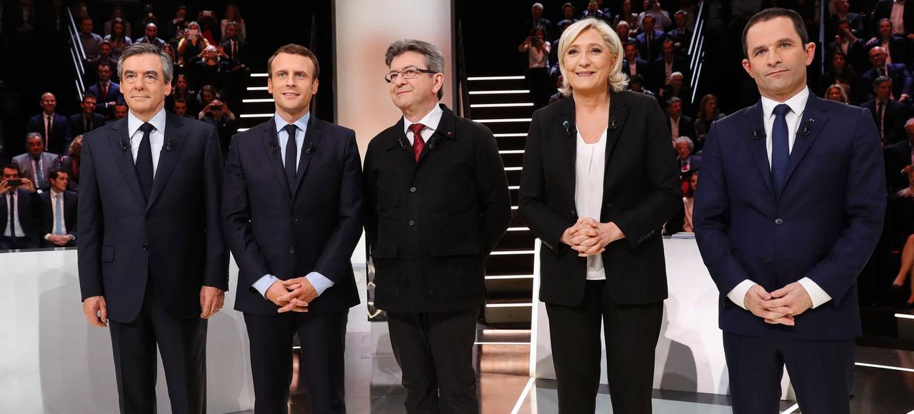 François Fillon, Emmanuel Macron, Jean-Luc Mélenchon, Marine Le Pen et Benoît Hamon, lors du débat télévisé sur TF1, le 20 mars 2017.