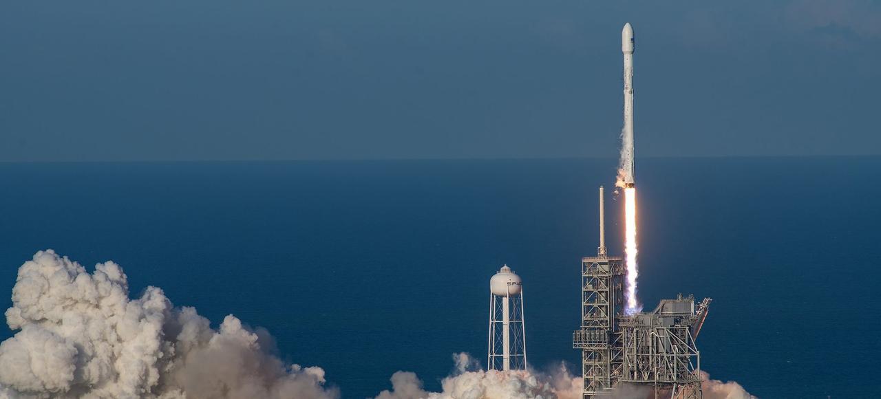 Décollage de la fusée Falcon 9 de SpaceX, le 30 mars, à Cap Canaveral (Floride).
