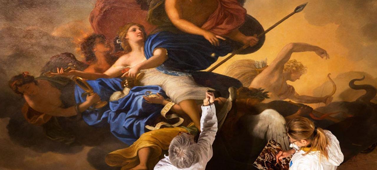 «Le Triomphe de la Fidélité», de Charles Le Brun, fait partie des chefs-d'œuvre de la chambre des Muses. La toile, qui surplombe la pièce, est l'objet de toutes les attentions des restaurateurs. Elle n'avait pas connu une telle «opération» depuis 250ans.