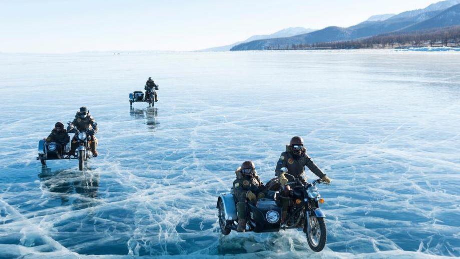 En side-car dans l'hiver mongol