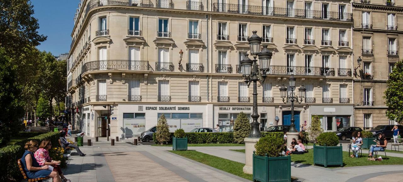 A Neuilly-sur-Seine (ici, la place de l'Hôtel-de-ville), les prix ont parfois grimpé de 5% en un an dans les quartiers les plus recherchés par les familles