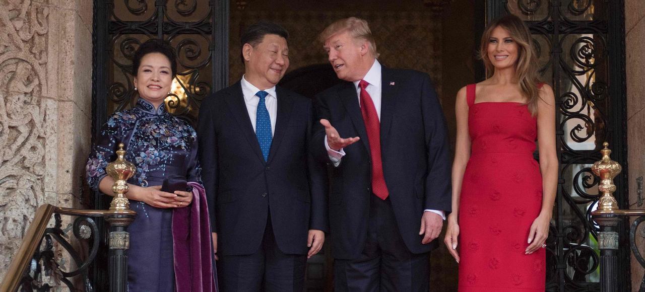 Donald Trump et sa femme Melania ont reçu jeudi soir Xi Jinping et sa femme, Peng Liyuan, dans leur luxueuse résidence de Mar-a-Lago, en Floride.
