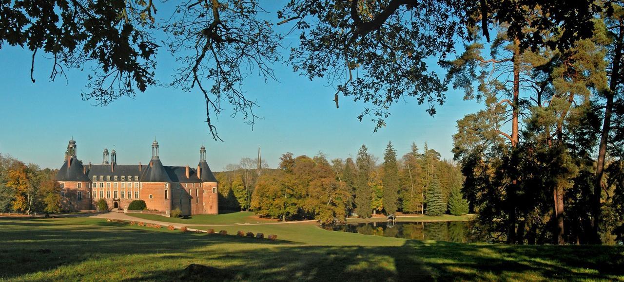 Le spectaculaire Château de Saint-Fargeau que la grand-mère de Jean d'Ormesson jadis habita est animé depuis quarante ans par la famille Guyot.