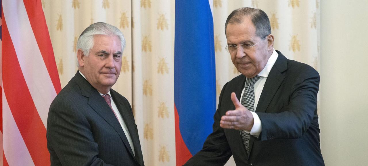 Le secrétaire d'État américain, Rex Tillerson, et le ministre des Affaires étrangères russe, Sergey Lavrov, mercredi, au Kremlin.
