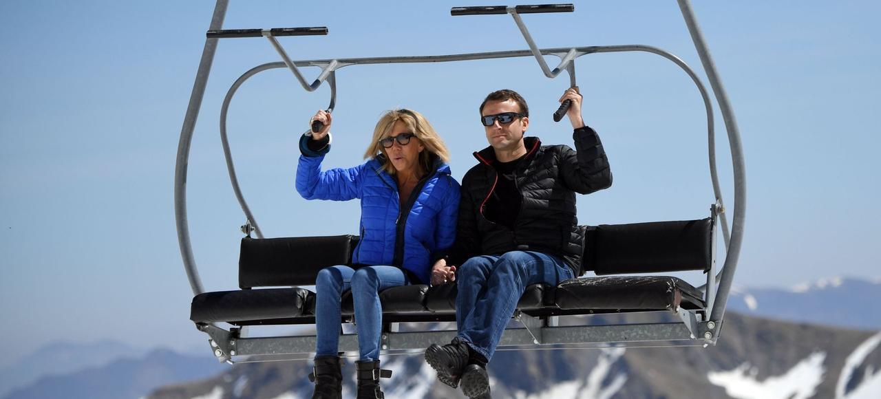 Emmanuel Macron et sa femme, à Bagnères-de-Bigorre, le mercredi 12 avril.