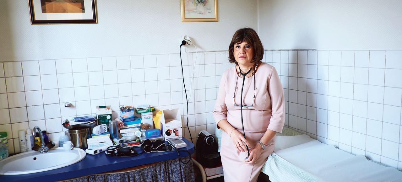 Le Dr Joselyne Rousseau, généraliste, dans son cabinet de la Cité des poètes, à Pierrefitte.
