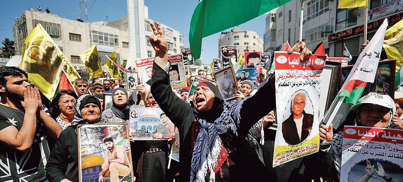 Une manifestation de soutien aux prisonniers palestiniens, lundi à Ramallah.