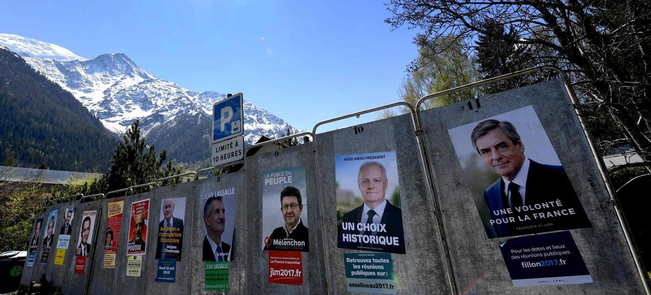 Les panneaux électoraux sur la commune des Houches, près de Chamonix.