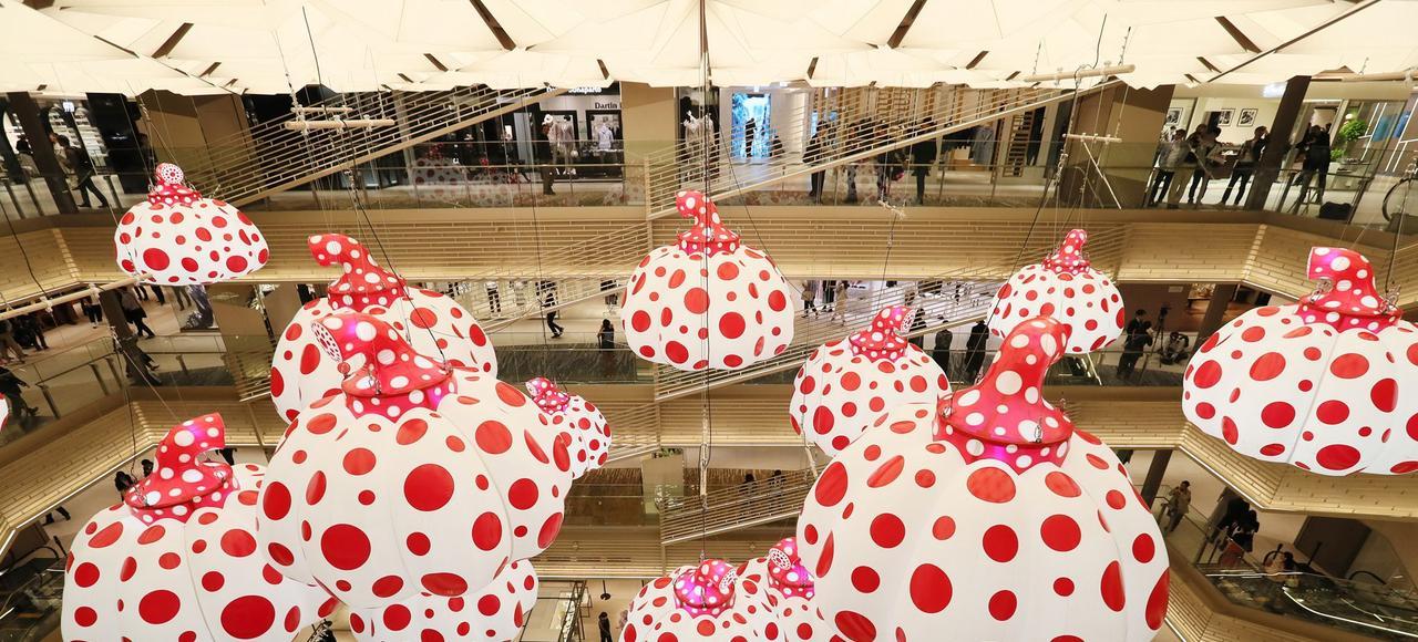 Vue intérieure du Ginza Six (G6), inauguré vendredi, à Tokyo, en présence de Bernard Arnault et du gratin politico-économique nippon.