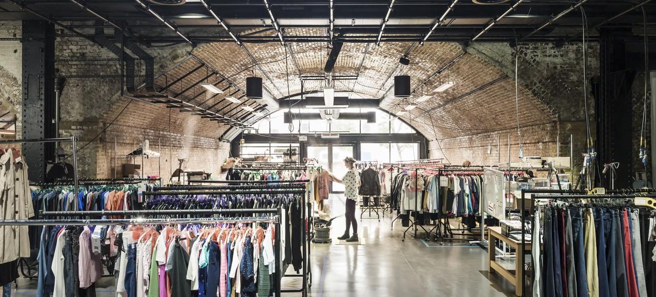 Créé en 2015, le studio photo d'Amazon Fashion Europe, à Londres, loft géant identique à celui de New York.