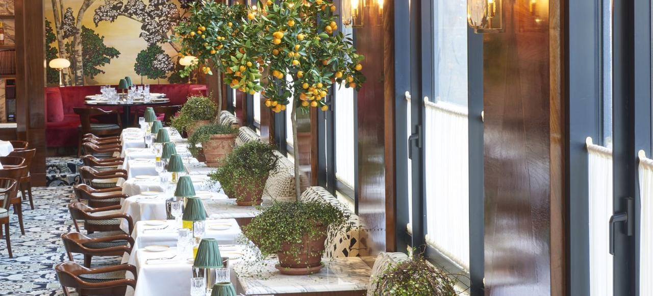 La salle du restaurant italien Noto, au premier étage de la Salle Pleyel (Paris VIIIe).