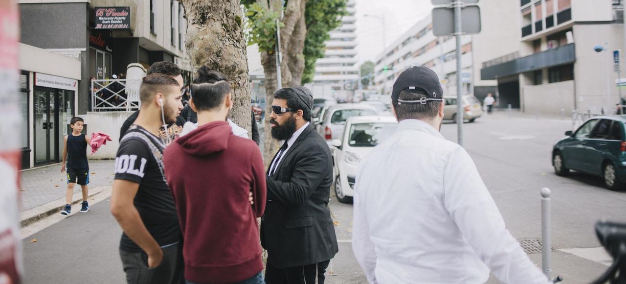 Aux abords de la synagogue de Sarcelles en juillet 2014, au lendemain des affrontements et des débordements qui ont eu lieu partout dans la ville, suite à des manifestations propalestiniens et anti juifs.