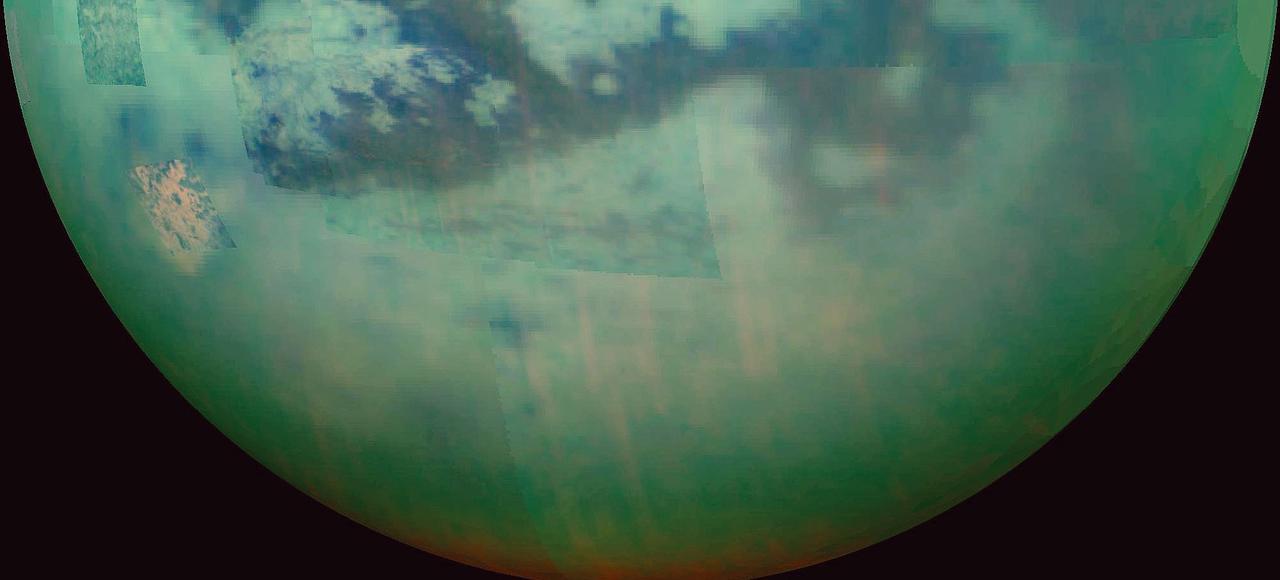 Les mers apparaissent en sombre à la surface de Titan.