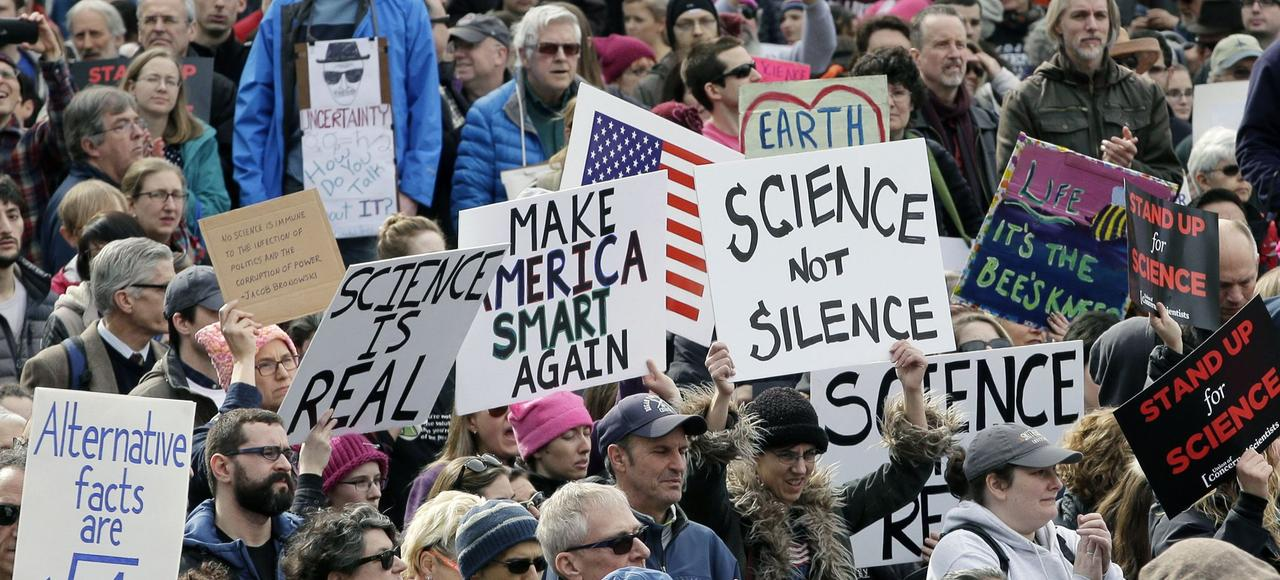 Manifestation de la communauté scientifique en réaction aux positions de Donald Trump, le 19 février, à Boston.