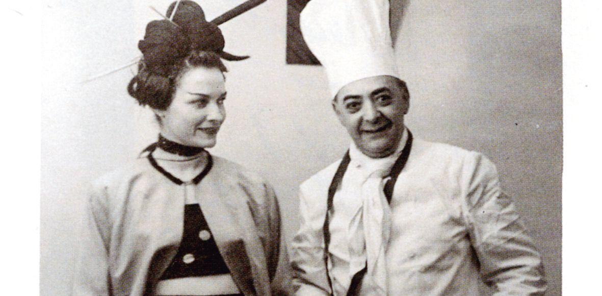 Brassaï et sa femme Gilberte déguisés pour leur carte de vœux.