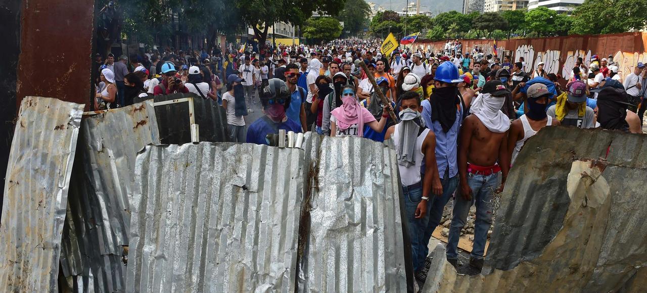 Une centaine de milliers de personnes ont pris part aux manifestations, mercredi, dans les rues de Caracas.