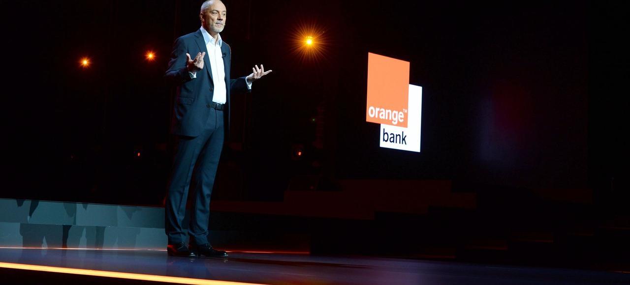 Le PDG d'Orange, Stéphane Richard, présente Orange Bank lors du Show Hello, jeudi à Paris.