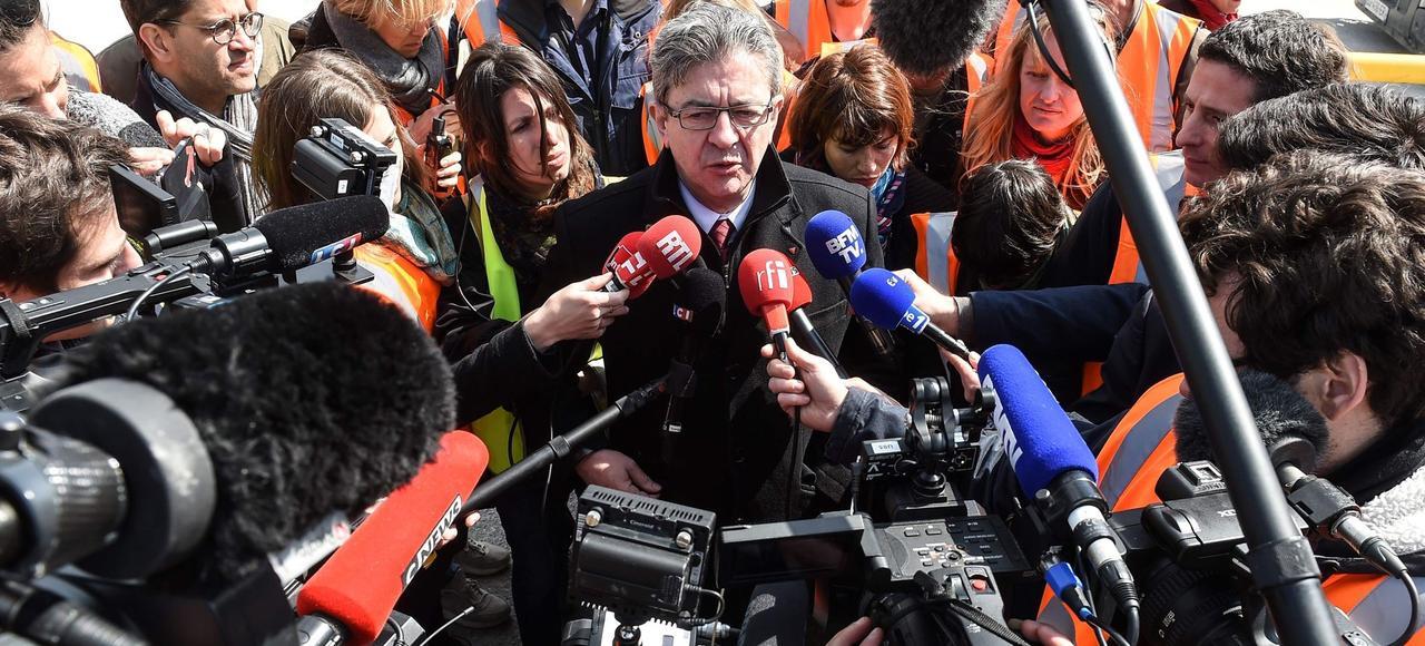 Jean-Luc Mélenchon en campagne, mercredi, à Lons-le-Saunier (Jura).