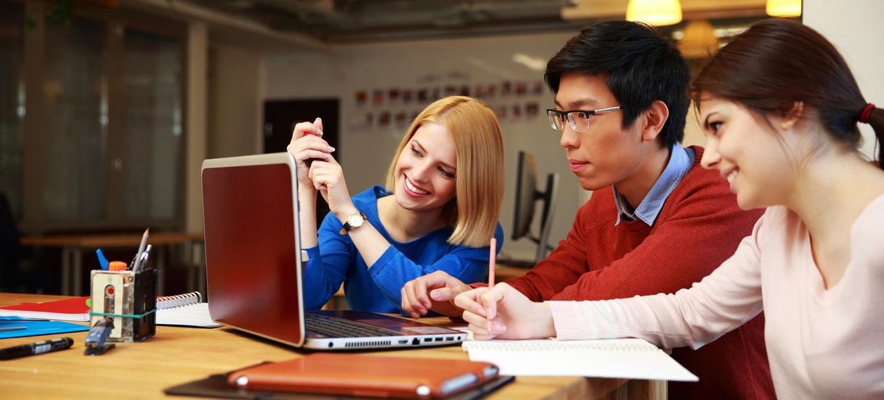 Douze mois après avoir fini leur cursus et être entrés sur le marché du travail, les jeunes qualifiés sont à 82% en emploi.