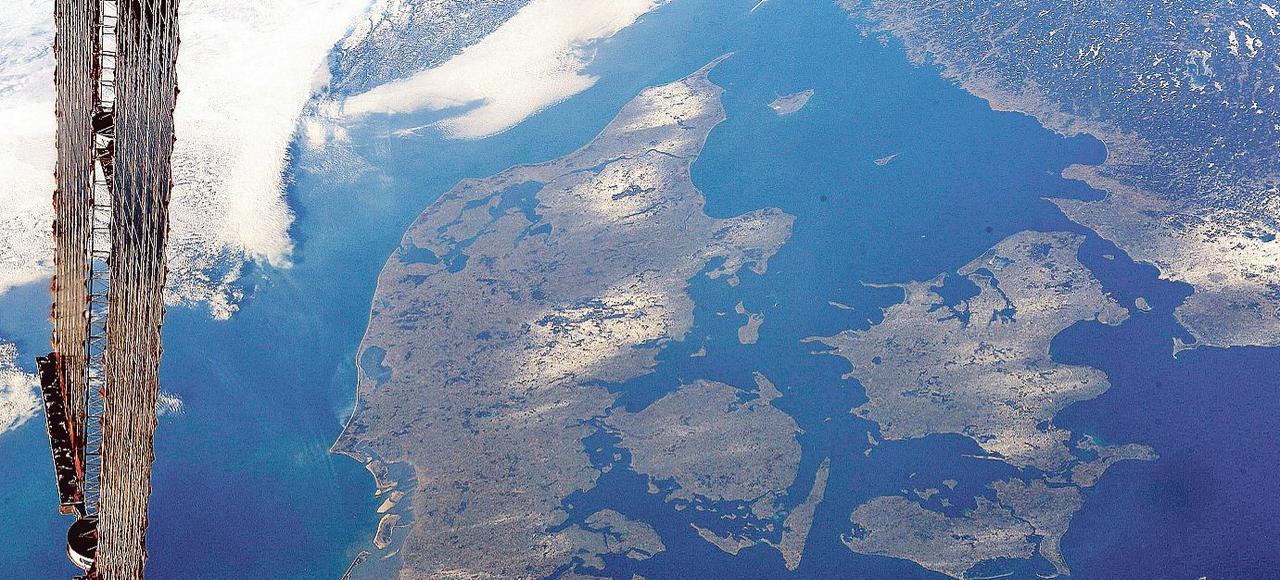 Actuellement, il existe des législations pour protéger l'air et l'eau, mais rien n'est prévu pour les sols (ci-dessus, une vue satellite du Danemark).