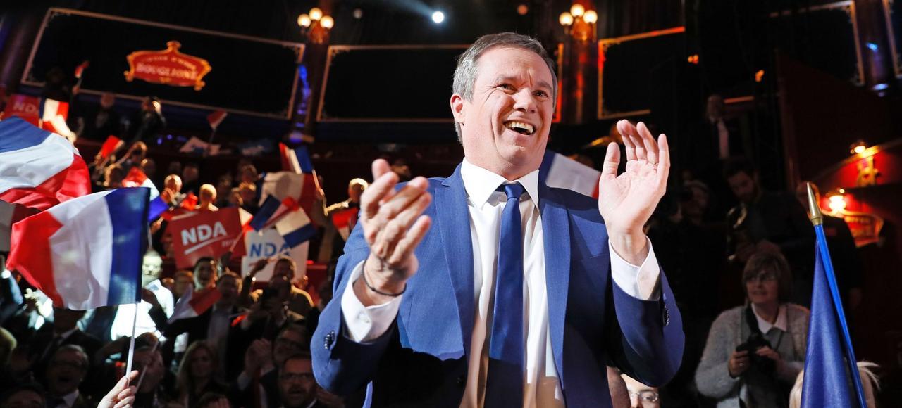 Nicolas Dupont-Aignan au cours d'une réunion publique au Cirque d'Hiver, à Paris.