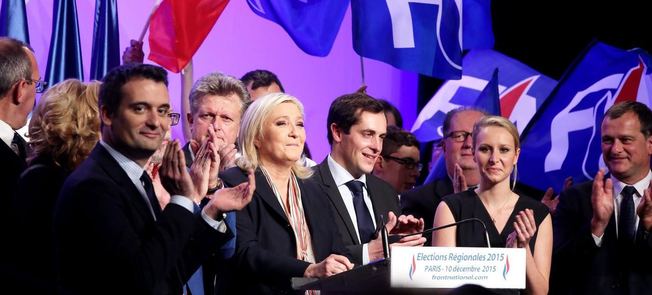 De gauche à droite: Florian Philippot, Marine Le Pen et Marion Maréchal-Le Pen, en décembre 2015, lors d'un meeting entre les deux tours des élections régionales, à la salle Wagram, à Paris.
