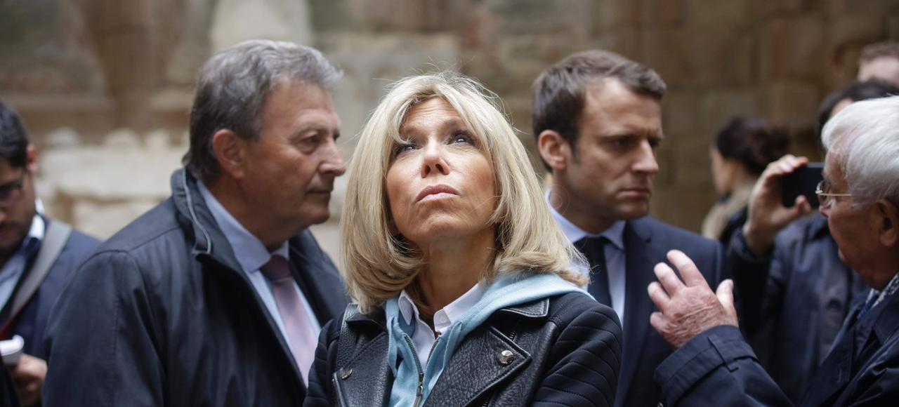Brigitte et Emmanuel Macron à Oradour-sur-Glane, le 28 avril, lors de la campagne de l'entre-deux-tours.
