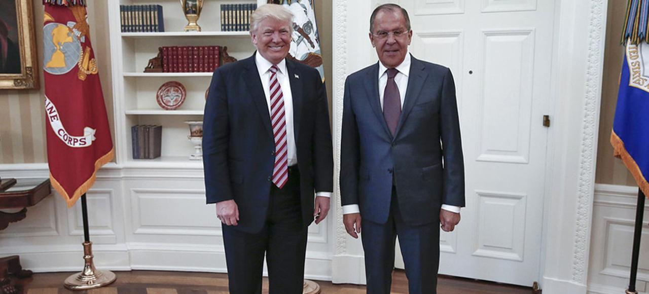 Donald Trump et le Russe Sergueï Lavrov, ministre des Affaires étrangères, lors de leur rencontre à la Maison-Blanche, le 9 mai.