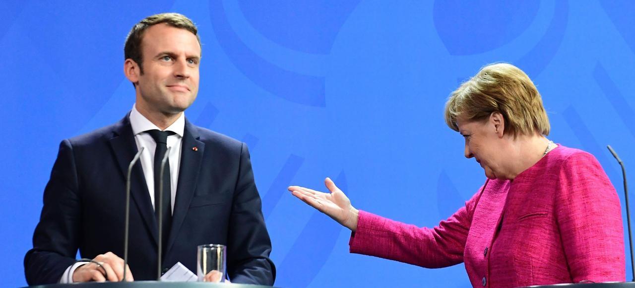 Emmanuel Macron et Angela Merkel, lundi soir à Berlin.