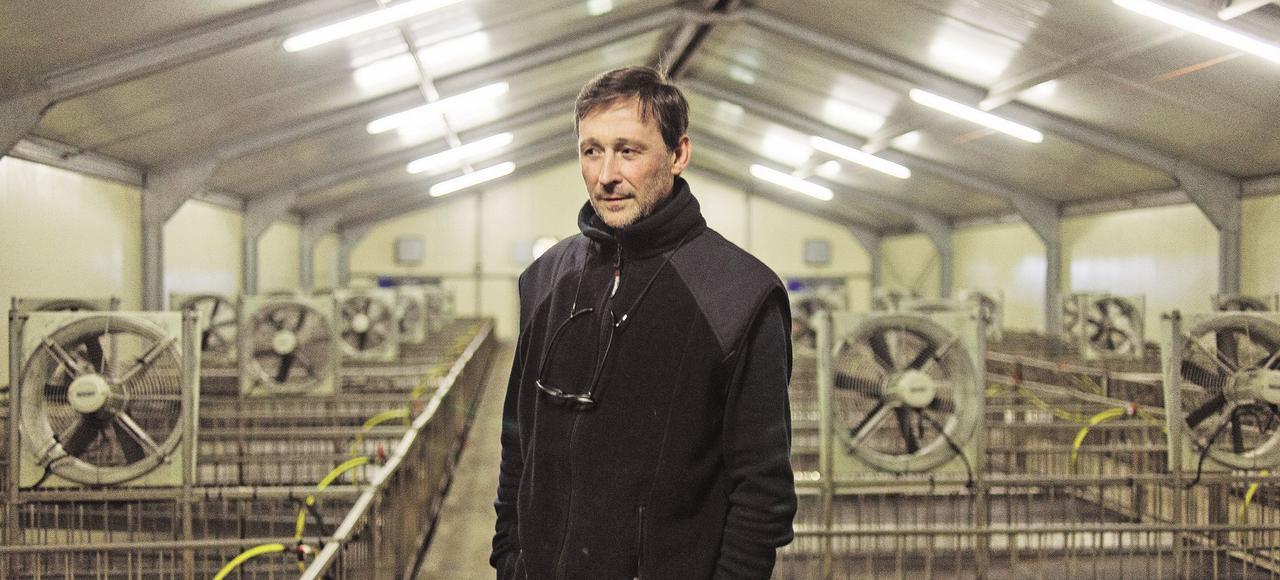 Thierry Vignolles (ici dans son bâtiment d'élevage vide) est éleveur et gaveur à Perquie (Landes) depuis plus de trente ans.