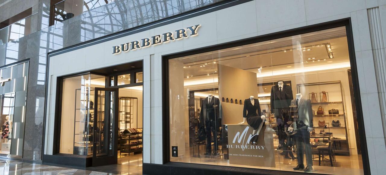 Même si la griffe a profité de la reprise en Chine, elle perd du terrain au niveau mondial par rapport à des marques comme Louis Vuitton ou Gucci.