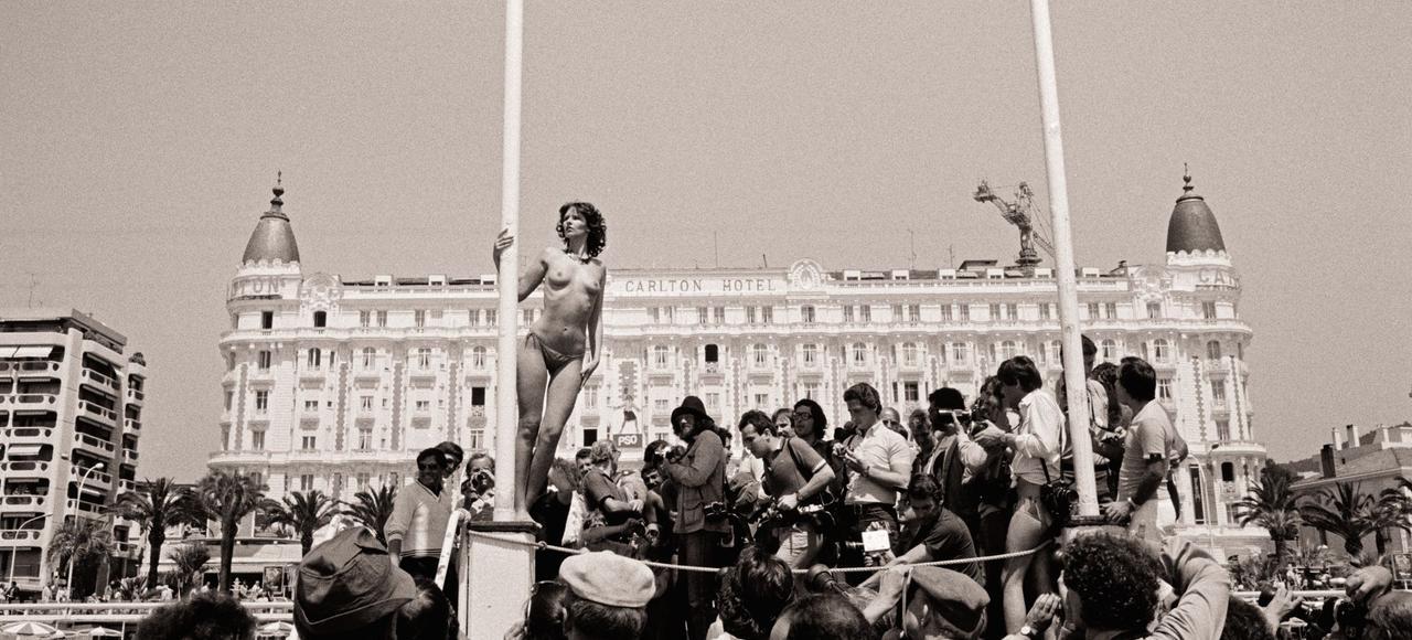 Starlette devant le Carlton le 10 mai 1980.