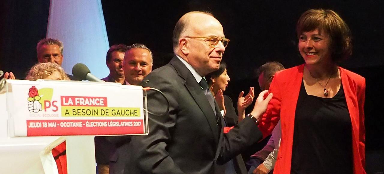 L'ancien premier ministre, Bernard Cazeneuve, chef de file de la campagne législative pour le PS, en meeting, à Capendu, dans l'aude.