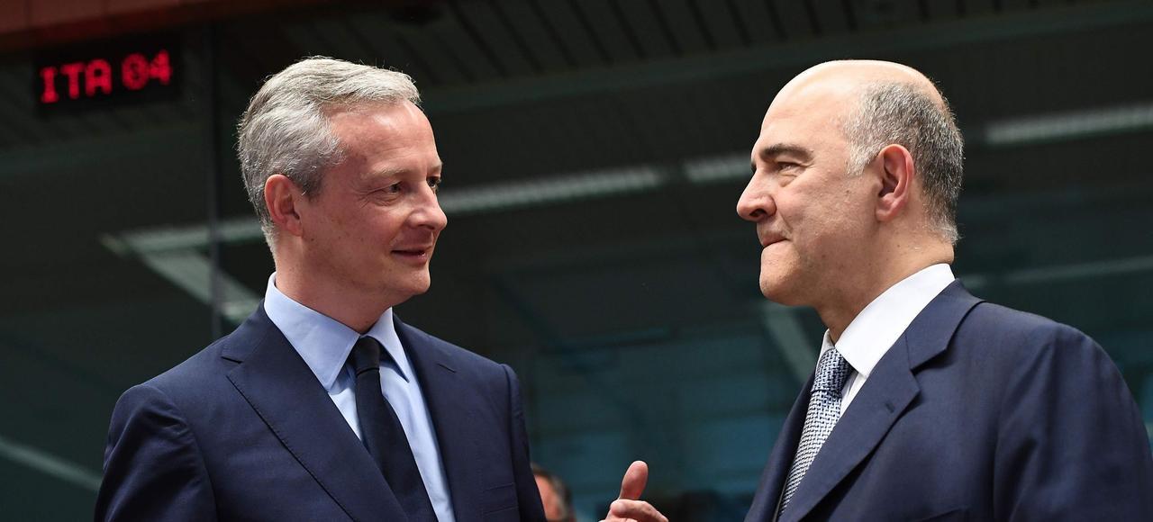 Rencontre à Bruxelles entre Bruno Le Maire et Pierre Moscovici, lundi, lors d'une réunion des ministres des Finances de l'Eurogroupe.