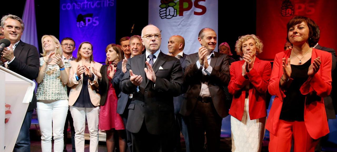 Bernard Cazeneuve (au centre), en meeting pour soutenir Carole Delga (à droite), à Capendu (Aude), le 18 mai.