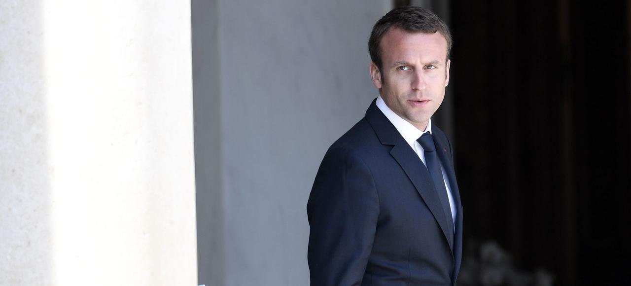Emmanuel Macron, sur le perron de l'Élysée.