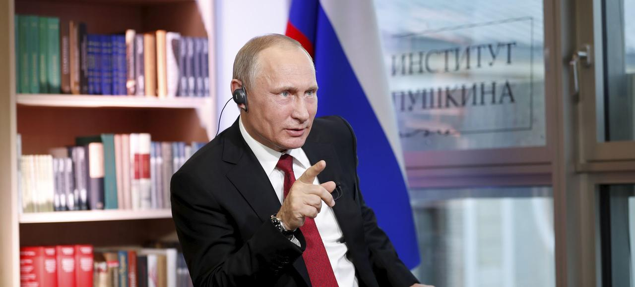 Vladimir Poutine, lundi, au Centre spirituel et culturel russe, à Paris.