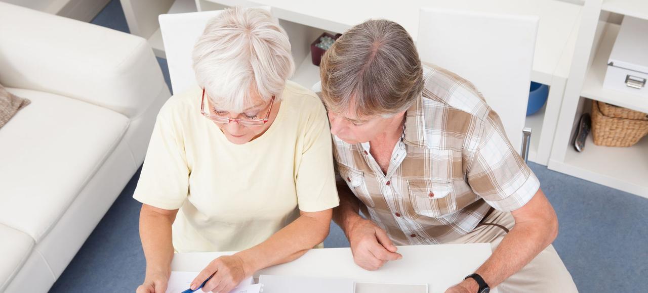 Les grands perdants de la hausse de la CSG seront les huit millions de retraités - soit 60% de cette classe d'âge - bénéficiant d'un revenu fiscal de référence de plus de 14.375euros par an pour une personne seule.