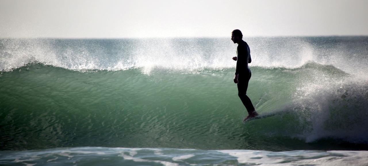Obsédé par les vagues, William Finnegan les chassait depuis plus de cinquante ans.