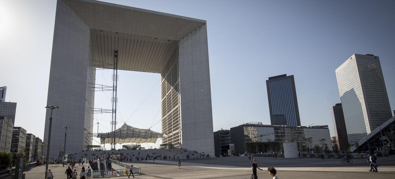 Le toit de la Grande Arche de la Défense a été rouvert ce vendredi après huit années de fermeture au public.