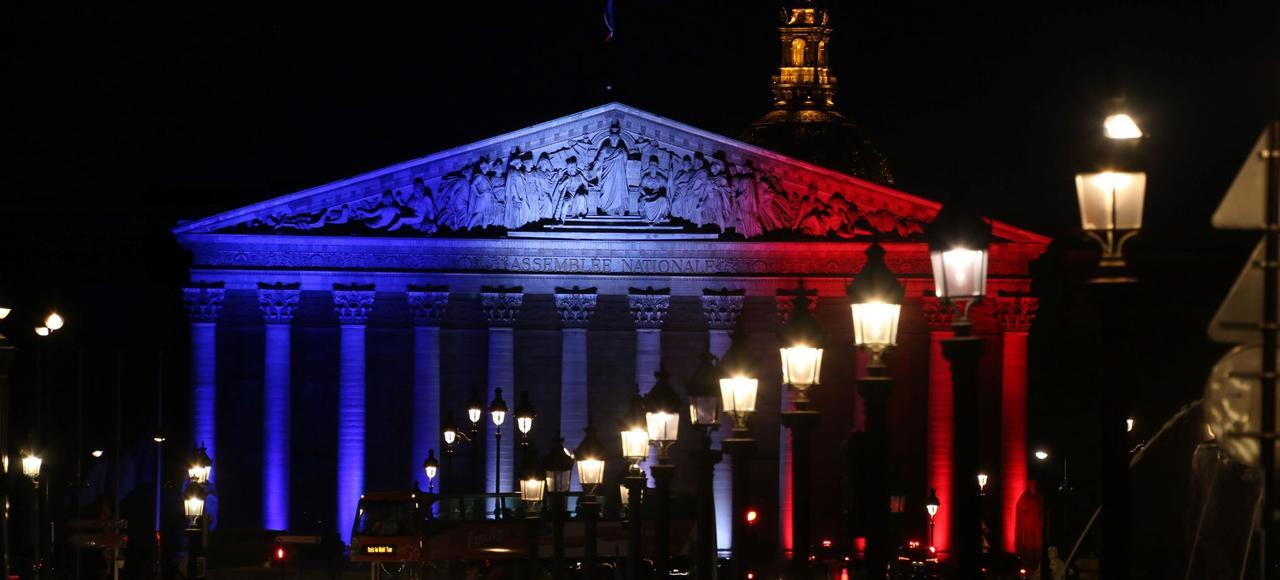 Alors que la CFDT et la CGT comptent respectivement 860.000 et 680.000 adhérents payants - des niveaux qui font d'elles les plus grosses organisations militantes de France -, le PS n'en recensait que 50.000 au mieux en début d'année et Les Républicains, 240.000 fin 2016.