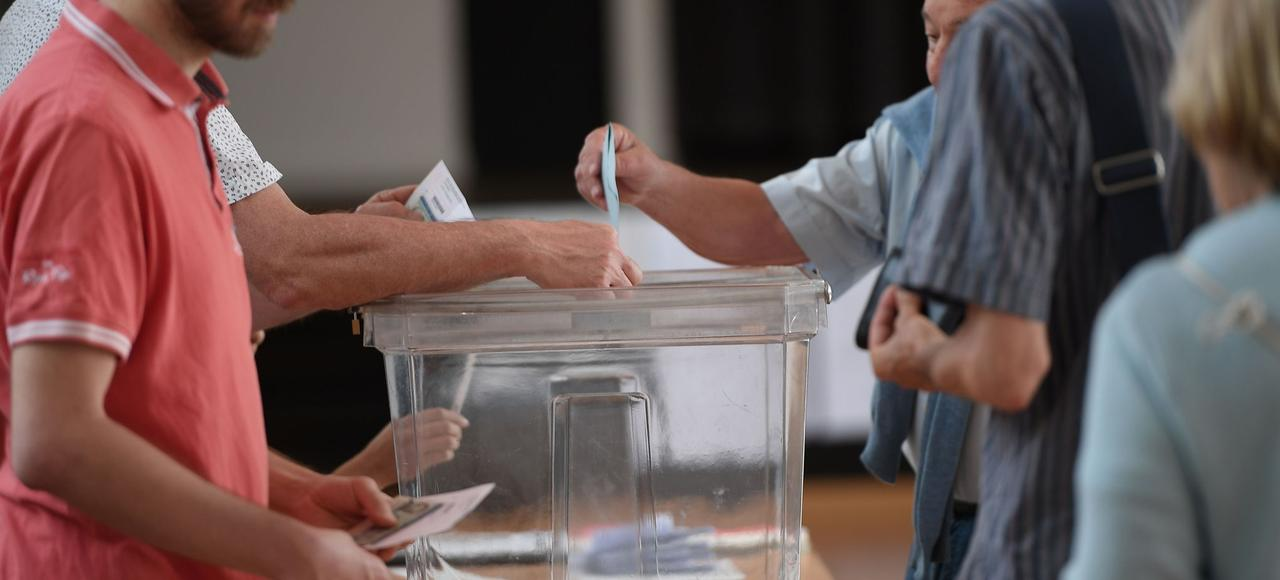 Bureau de vote à Strasbourg, lors du second tour des élections législatives.