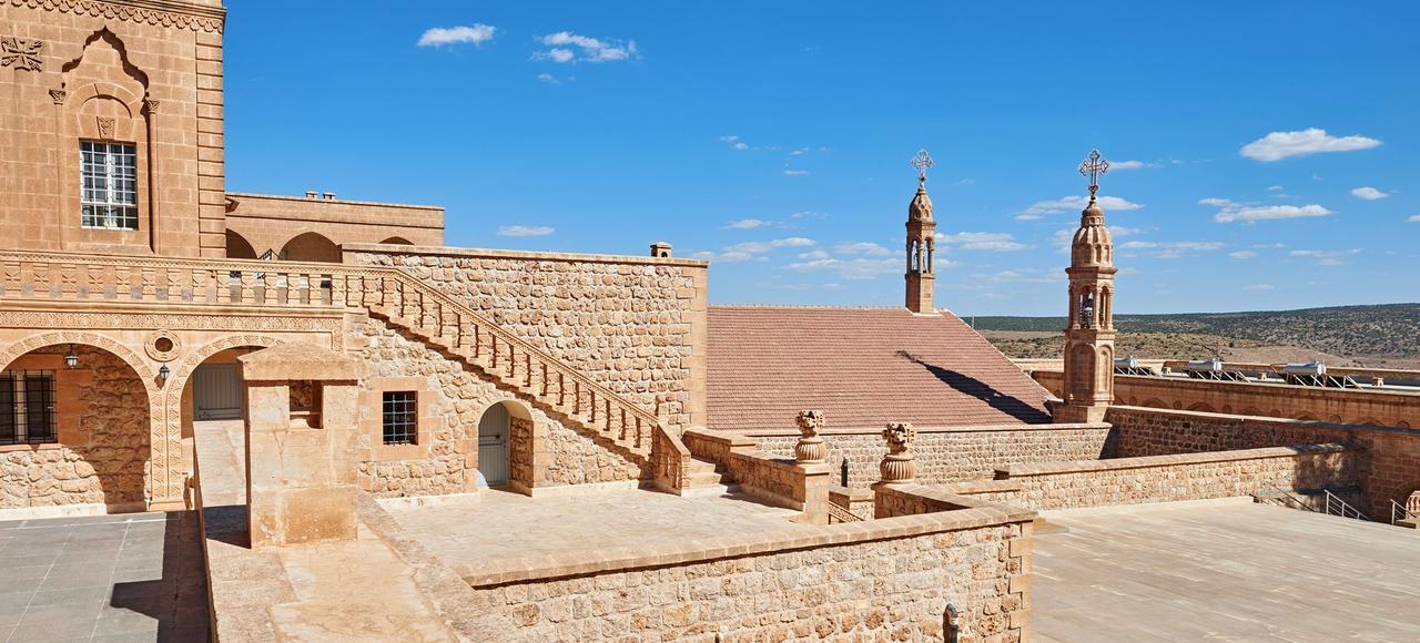 Situé près de la ville de Midyat, le monastère de Mor Gabriel est engagé dans une bataille juridique dont l'enjeu est le maintien de son intégralité territoriale