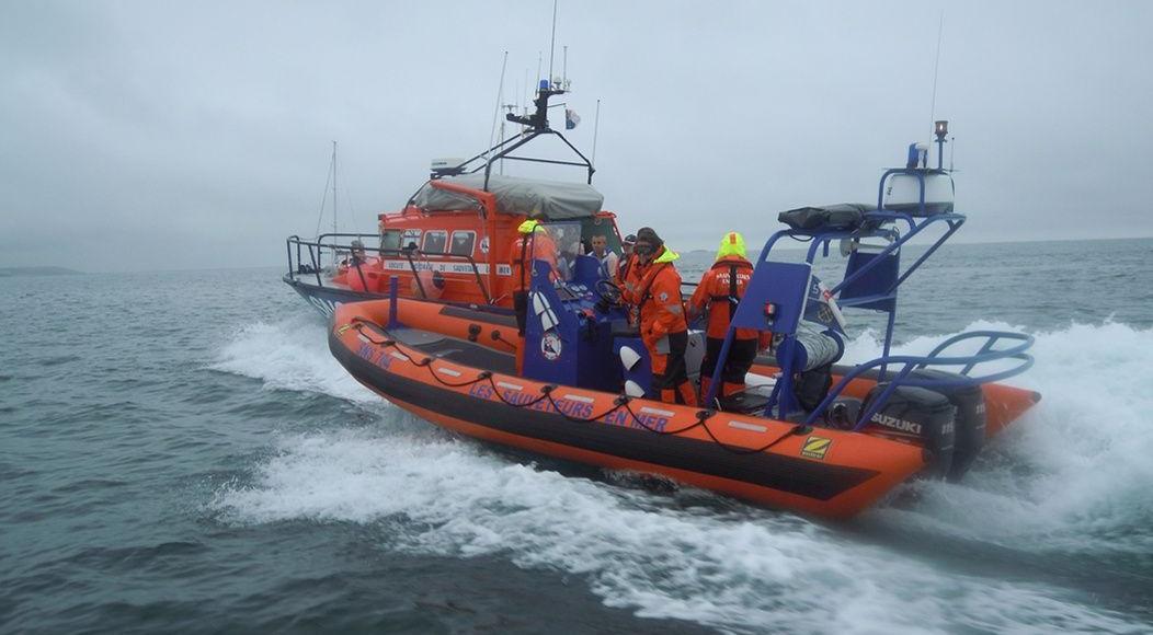Des bénévoles de la SNSM participent à un stage de navigation opérationelle.