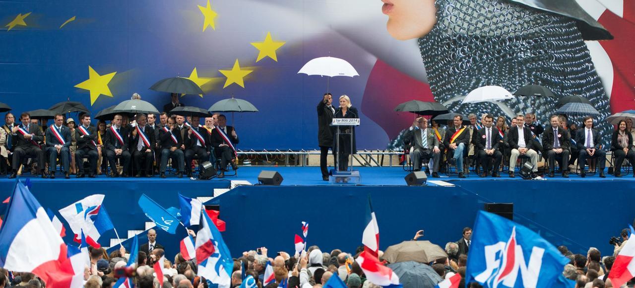 Marine Le Pen lors du meeting du Front national, place de l'Opéraà Paris, le 1er mai 2014.