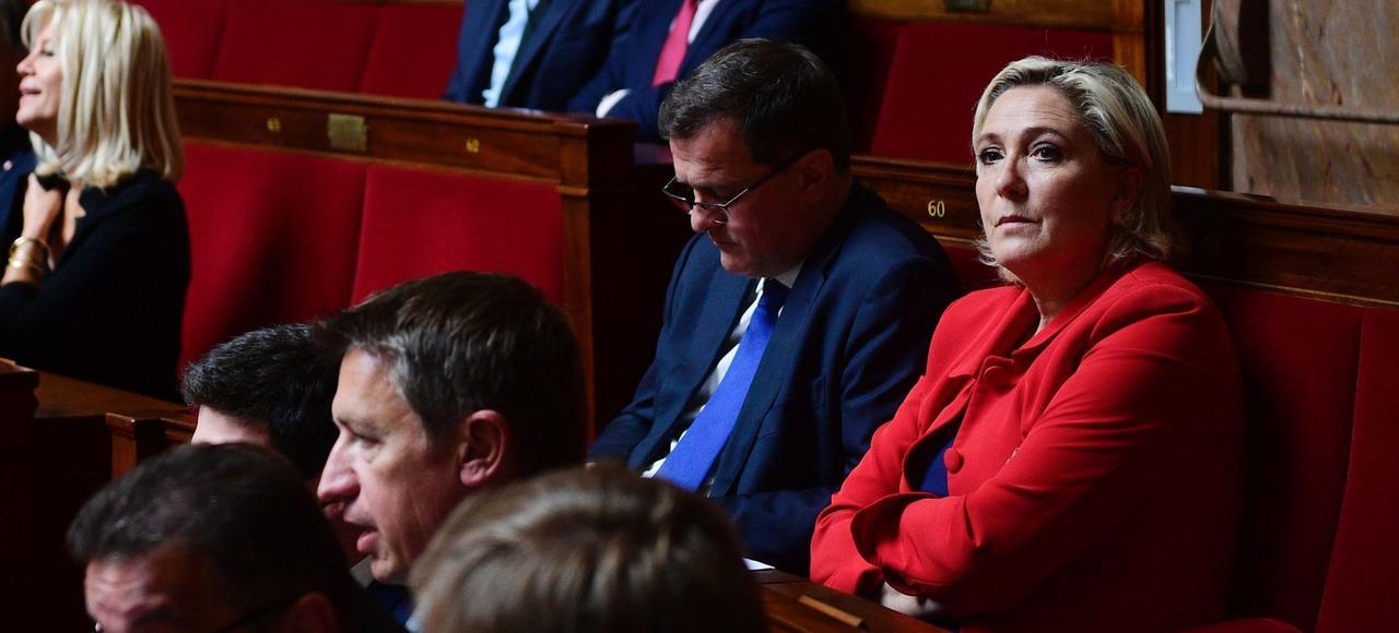 Marine Le Pen et le Front national pourraient chercher à profiter des turbulences à droite.