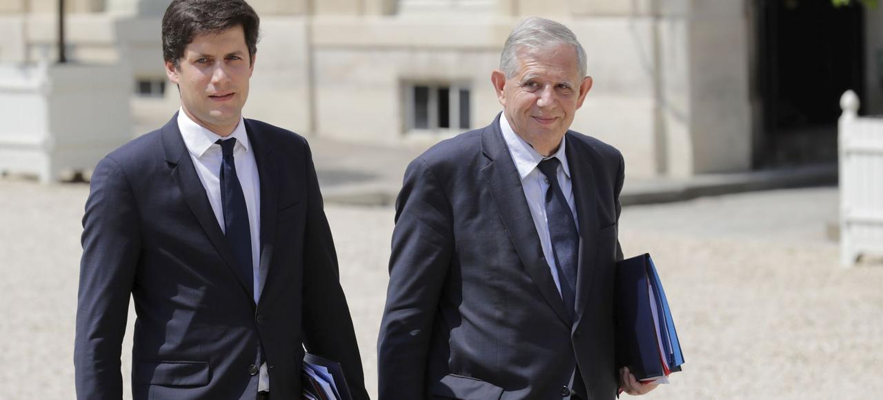 Julien Denormandie, secrétaire d'État auprès du ministre de la cohésion des territoires et Jacques Mézard, ministre de la Cohésion des territoires, arrivent à l'Élysée, le 22 juin.