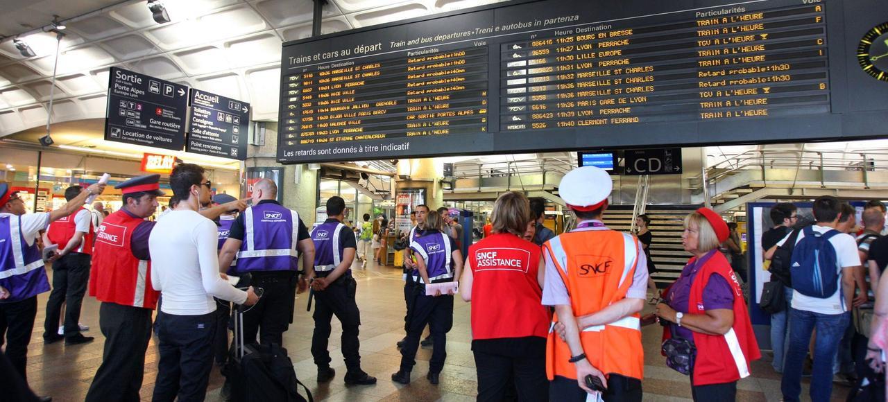 Plus de 11% des TGV sont en retard et, sur l'ensemble de ses lignes, la SNCF perd plus de 2 milliards de minutes par an.